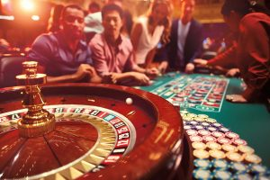 Experience Real Fun of Online Gambling With the Live Dealers