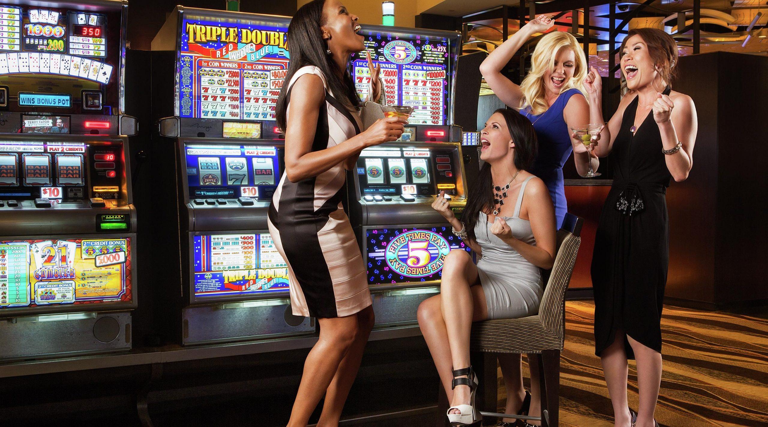 Playing Slots Machine Game Online